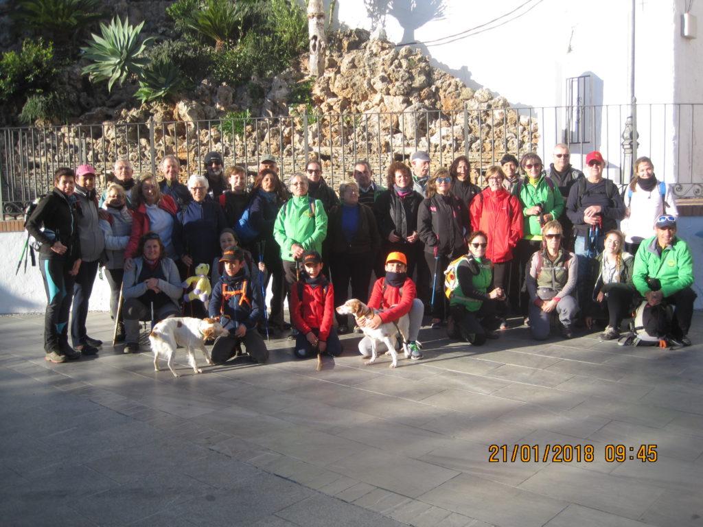 Grupo en la Plaza de Casarabonela